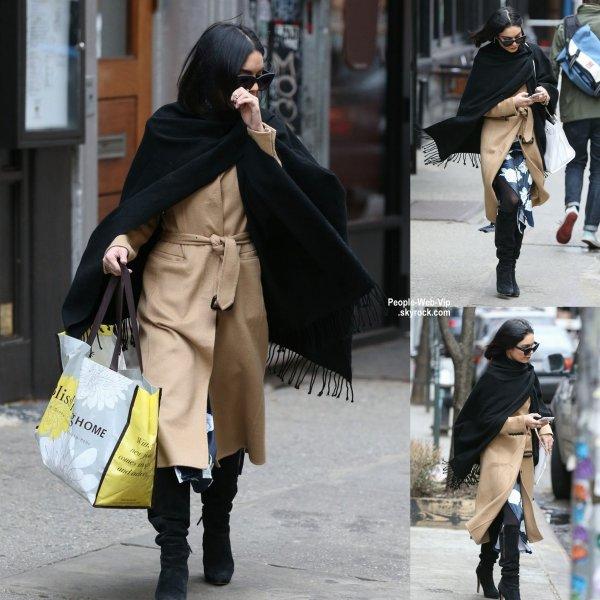 Vanessa Hudgens a été aperçue dans les rues de New York. (mercredi (8 Avril) à New York City.)