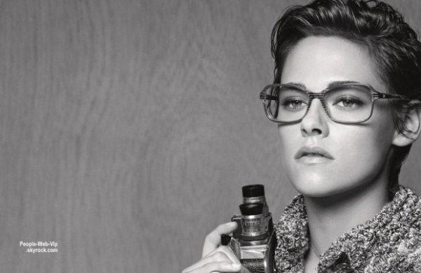 Karl Lagerfeld a choisi Kristen Stewart pour présenter la collection de lunettes printemps-été 2015 de Chanel.  Découvrez ici les images de la campagne ! Qu'en pensez vous?