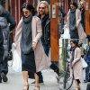 """Vanessa Hudgens sort de son appartement pour se rendre une représentation de son spectacle de Broadway """"Gigi """" (vendredi soir (10 Avril) à New York City.)"""