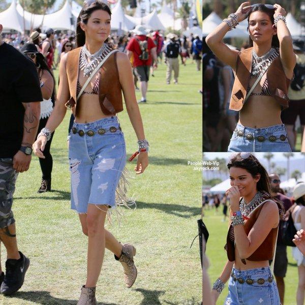 Kendall a été aperçue avec sa soeur Kylie Jenner au 2015 Coachella Music Festival  (vendredi (10 Avril) à Indio, en Californie.)
