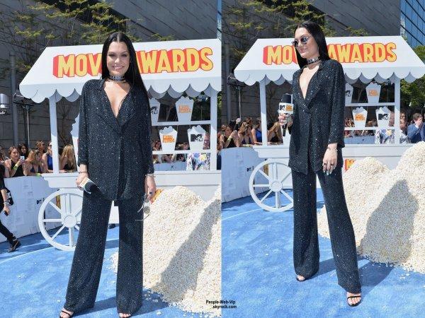"- 2015 MTV Movie Awards - Charli XCX, Cara Delevingne, Jessie J, Kelly Osbourne, Amber Rose, Rebel Wilson, Jennifer Lopez et  Scarlett Johansson sur le tapis bleu des ""2015 MTV Movie Awards""  au Nokia Theatre. (dimanche (12 Avril) à Los Angeles.)"