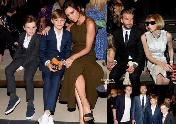 """David et Victoria Beckham sont assis dans la première rangée avec leurs enfants, Brooklyn, Romeo, Cruz, et Harper,lors du défilé de mode """"Burberry """"London in Los Angeles""""  ( jeudi soir (16 Avril) à Los Angeles.)"""
