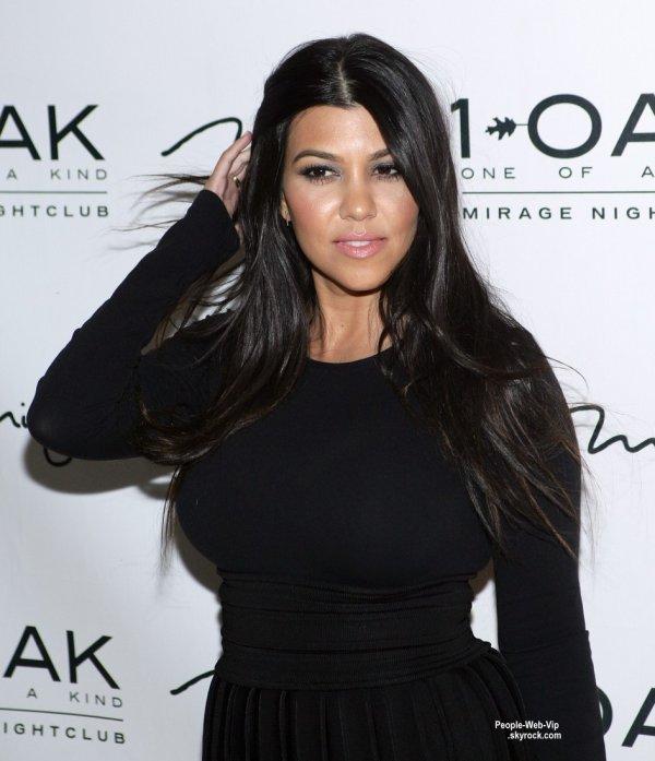 Kourtney Kardashian a été aperçue à la discothèque 1OAK pour son anniversaire. (samedi soir (18 Avril) à Las Vegas.)