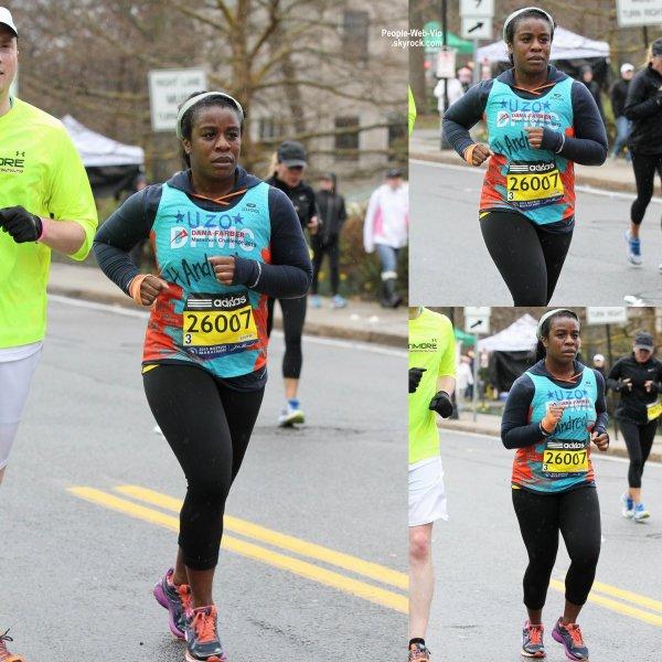 """Uzo Aduba, l'actrice de """"The Orange is the New Black"""" a été aperçue lors du marathon de Boston  (lundi (20 Avril) à Boston, Mass.)"""