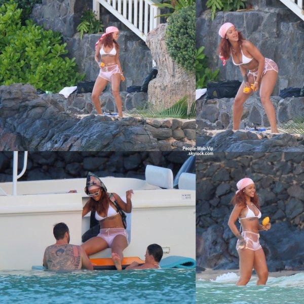 Rihanna est toujours à Hawaii et elle s'éclate bien ! ( samedi (25 Avril) à Honolulu, Hawaii.)