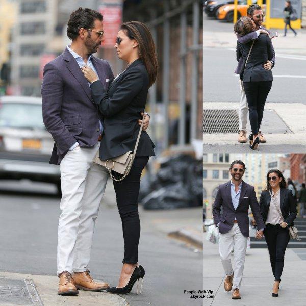 Eva Longoria a été aperçue avec son petit ami José Antonio Baston lors d'une promenade dans les rues de New York. (dimanche (26 Avril) à New York.)