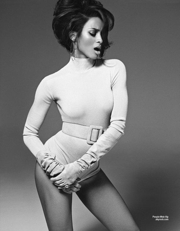 """La chanteuse Ciara pose sur la couverture du numéro de mai du magazine """"L'Officiel Singapour."""" Photographié par Francesco Carrozzini, la chanteuse pose avec les marques Givenchy, Prada, Bottega Veneta, Brian Atwood, Chanel et bien plus encore. Qu'en pensez vous?"""