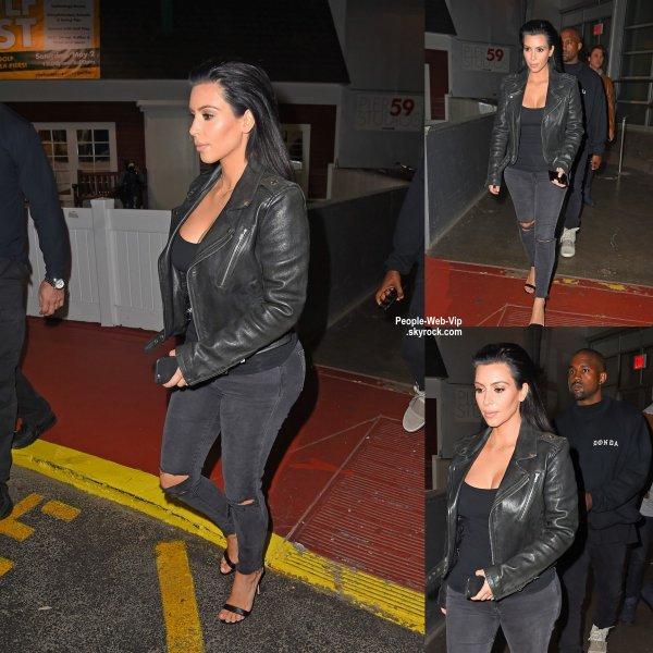 Kim Kardashian a été aperçue avec son mari Kanye West dans les rues d New York. ( samedi soir (2 mai) à New York.)