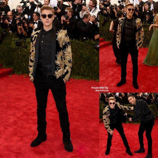 "- MET GALA 2015 - RED CARPET -    Kendall Jenner, Justin Bieber,  Miley Cyrus,  Zoe Kravitz, Dakota Johnson et Vanessa Hudgens sur la tapis rouge lors de la soirée ""  2015 Met Gala "" au Metropolitan Museum of Art (lundi (4 mai) à New York.)"