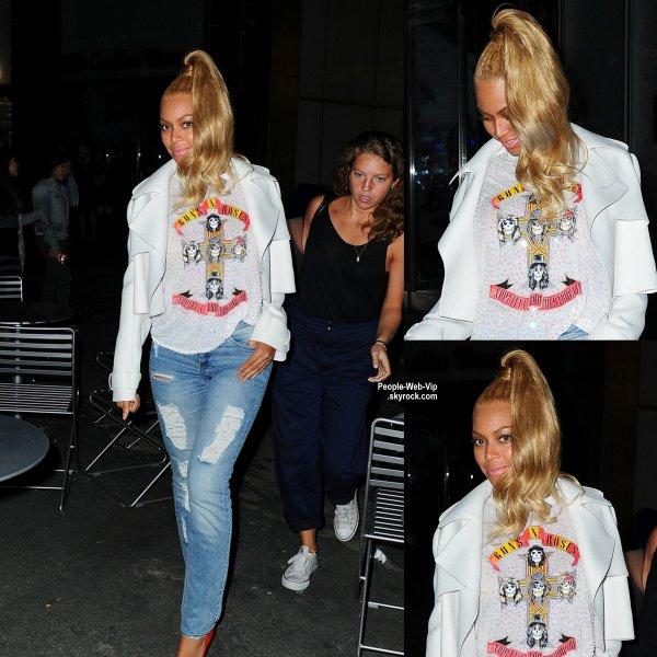 Beyonce a été aperçue dans les rues de NY une tenue décontractée (mardi soir (le 5 mai) à New York.)