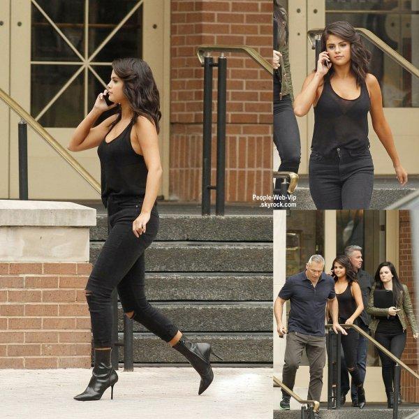 Selena Gomez a été aperçue dans les rues de la Nouvelle Orléans. ( lundi après-midi (11 mai) à la Nouvelle Orléans, La.)