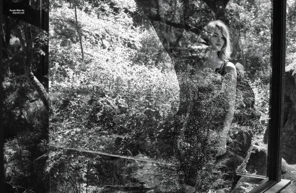 Emma Stone orne la couverture du numéro de mai du magazine Interview US. Pour son éditorial, Emma pose avec les marques Missoni, Vera Wang, Lanvin, Prada, Nina Ricci, Miu Miu, La Perla, Valentino, Givenchy, Mary Katrantzou, Chanel et Marc Jacobs. Qu'en pensez vous?