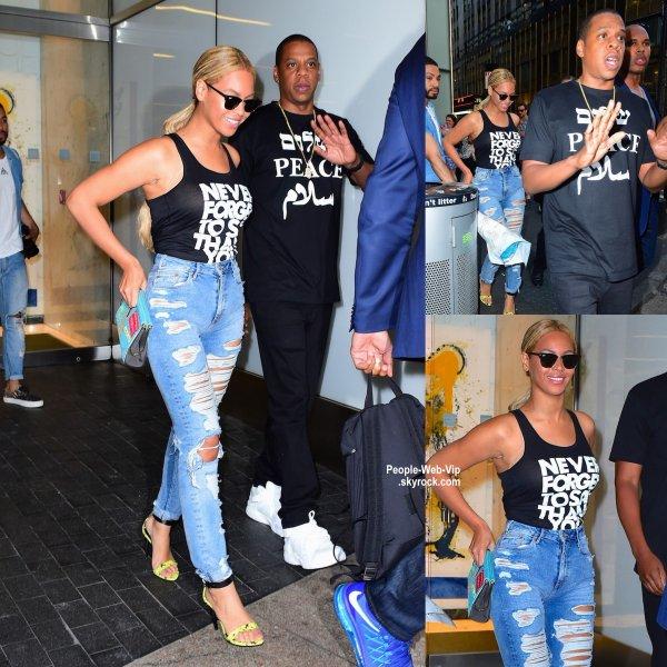Beyonce a été aperçue dans les rues de New York. Queen Bee a été rejoint par son mari Jay-Z. ( lundi (11 mai) à New York.).