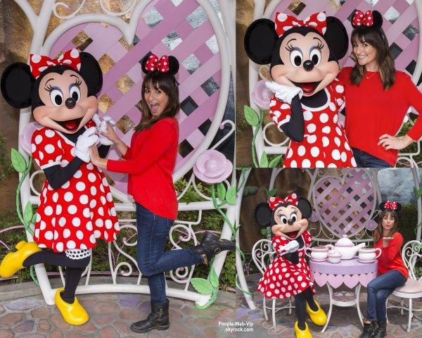 Lea Michele a bu un petit thé avec Minnie Mouse à Disneyland. ( jeudi après-midi (14 mai) à Anaheim, en Californie.)
