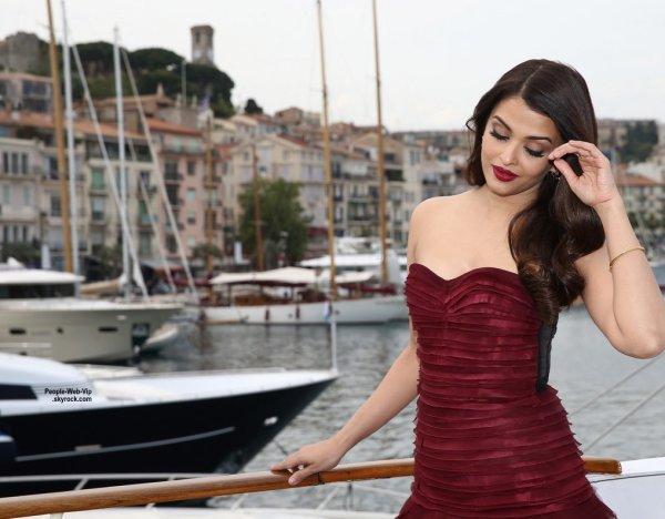 """Aishwarya Rai, magnifique, lors du photo-call de son film """"Jazbaa"""" pendant le Festival de Cannes 2015. Ce film est son premier depuis 2010. Elle joue une avocate qui défend un condamné à mort. ( mardi (19 mai) à Cannes, France.)"""
