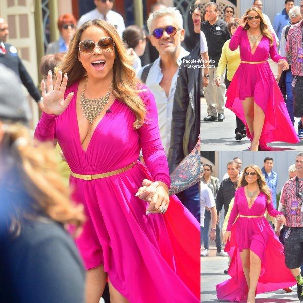 Mariah Carey, rose bonbon dans sa robe en arrivant pour un live avec Kelly et Michael à Disneyland. (mardi (19 mai) à Anaheim, en Californie.)