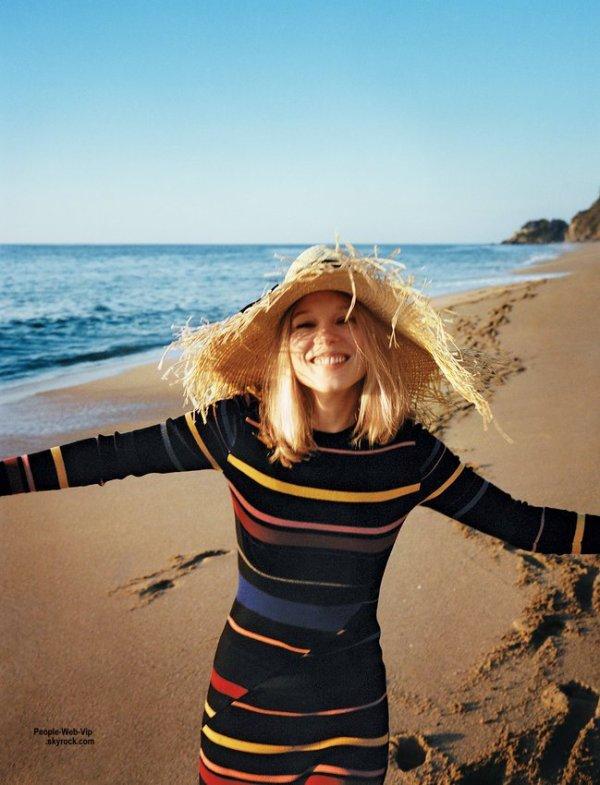 Lea Seydoux: Découvrez son photo shoot dans le numéro de Juin du magazine américain Vogue. Prise par le photographe Angelo Pennetta et conçu par Sara Moonves, l'actrice de 29 ans pose avec les marques Stella McCartney, Équipement, Band of Outsiders, Miu Miu et Chloé. Qu'en pensez vous ?