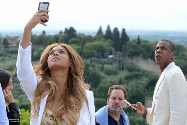 Beyonce a été aperçue avec son mari Jay Z dans les rues de Florence. (dimanche (24 mai) à Florence, en Italie.)