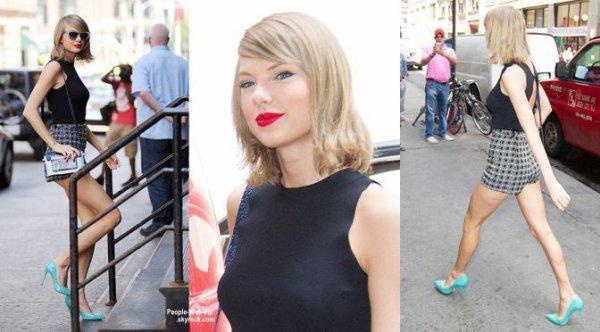 Taylor Swift et son petit ami de Calvin Harris se tiennent par la main dans les rues de NY. (mardi soir (26 mai) à New York.)