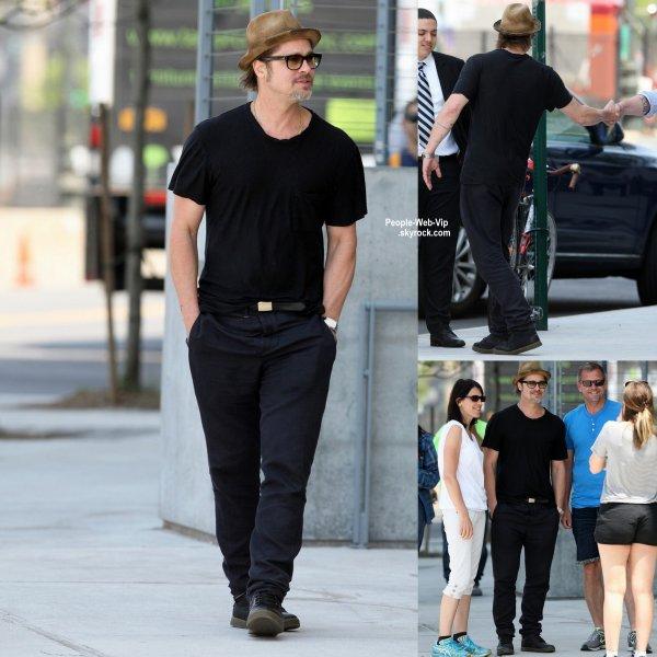 Brad Pitt a été aperçue lors d'une visite du Whitney Museum of American Art. Il a aussi saluer quelques fan. (mardi (26 mai) dans le Meatpacking District de New York City.)