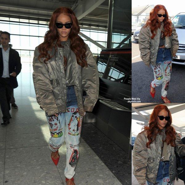 Rihanna arrive à l'aéroport d'Heathrow . Que pensez vous de son look? (mercredi (27 mai) à Londres, en Angleterre.)