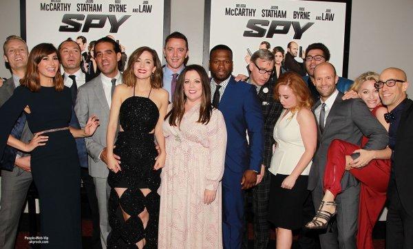 Melissa McCarthy et Rose Byrne assistait à la première de leur film Spy au AMC Loews Lincoln Square. Les deux actrices ont été rejoints par leurs co-stars Jason Statham, Jude Law, 50 Cent, et leur directeur Paul Feig. ( lundi (1 Juin) à New York.)