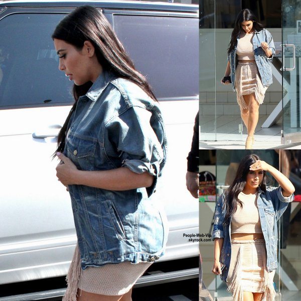 Kim Kardashian aperçue à West Hollywood pendant le tournage de scènes pour son émission de télé réalité à DASH. (mardi (16 Juin) à West Hollywood, en Californie.)