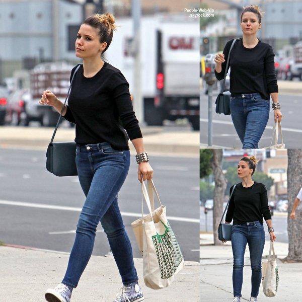 Sophia Bush a été aperçue pendant une virée shopping dans les rues de L.A ( lundi (15 Juin) à Los Angeles.)