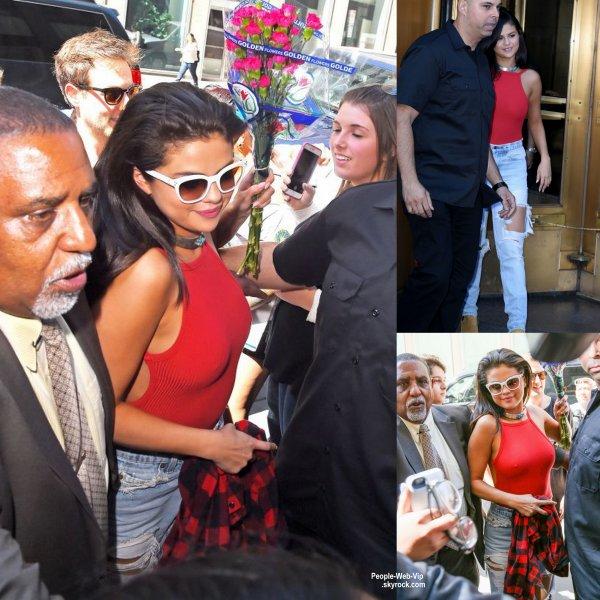 Selena Gomez a été aperçue prés des studio Z100 pour une interview  (lundi matin (22 juin) à New York.)