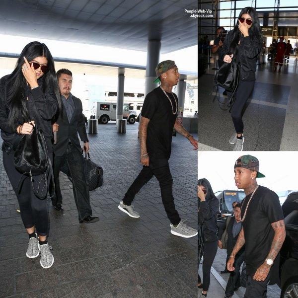 """Kim Kardashian a été photographiée à son arrivée à l'aéroport de Nice, pour se rendre aux Cannes Lions, une convention internationale sur l'innovation. Elle parlera du succès de son application, """"Kim Kardashian : Hollywood"""" (lundi (22 Juin)"""