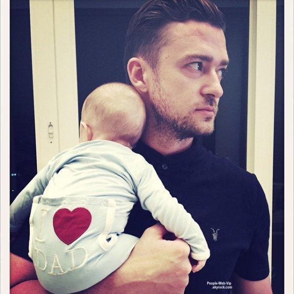 Welcome to the daddy's club JT ! Justin Timberlake pose avec son fils Silas pour sa première fête des pères !  C'est mignon !