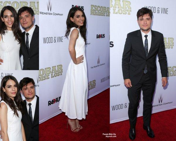 Josh Hutcherson prend la pose sur le tapis rouge avec sa petite amie et co-star Claudia Traisac à la première de leur film Escobar: Paradise Lost  (lundi (22 Juin) à Los Angeles.)