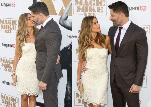 Channing Tatum prend la pose lors de la première de son nouveau film Magic Mike XXL avec sa femme Jenna Dewan au TCL Chinese Theatre IMAX ( jeudi (25 Juin) à Hollywood.)