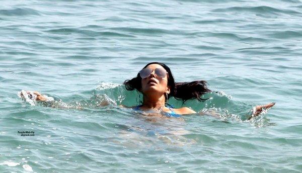 Eva Longoria a été aperçue dans un petit bikini sur les plages d'Espagne. (vendredi (3 Juillet) dans Marabella, Espagne.)