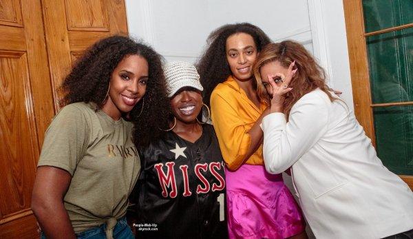 Beyonce a été aperçue au Festival Essence avec sa s½ur Solange Knowles, sa BFF Kelly Rowland, et la rappeuse Missy Elliot. (samedi (4 Juillet) à la Nouvelle Orléans, La.)