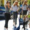 Miley Cyrus a été aperçue avec sa nouvelle petite amie Stella Maxwell dans les rues de la Californie. (dimanche après-midi (12 Juillet) à Studio City, en Californie.)