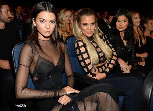 Kendall et Kylie Jenner prennent la pose sur le tapis rouge des ESPY Awards 2015  (mercredi soir (15 Juillet) au Théâtre de Microsoft à Los Angeles.)