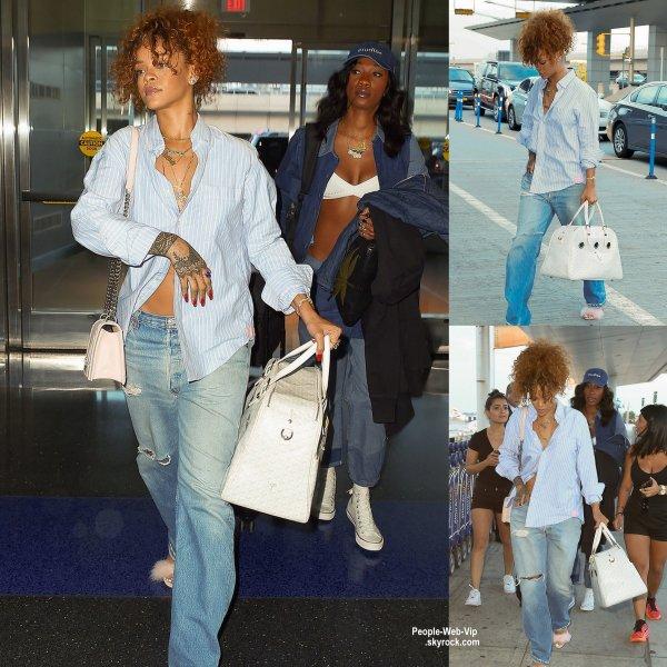 """"""" RIRI """"  Rihanna révèle le titre de son nouveau parfum, RiRi mais aussi l'affiche officiel."""