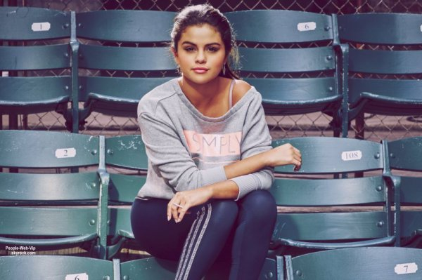 PHOTOSHOOT : SELENA GOMEZ – ADIDAS NEO FALL & WINTER 2015 COLLECTION On aime?