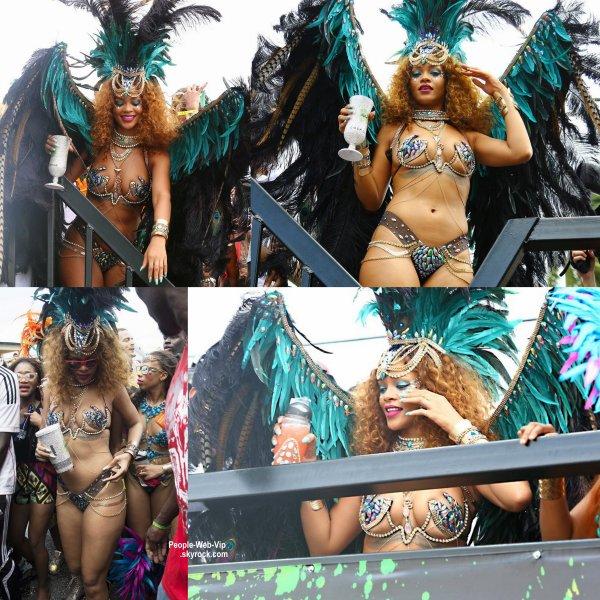 Rihanna exhibe son corps de rêve dans un bikini, comme chaque année, au carnaval, organisé cette année du 30/07 au 04/08 sur son île natale, La Barbade. ( lundi (3 Août) à la Barbade.)