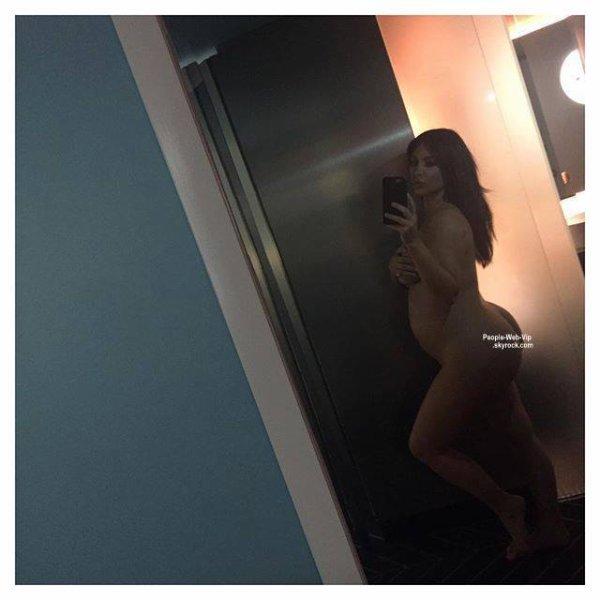 Kim Kardashian :  Un selfie pour prouver qu'elle est bien enceinte. Et comme toujours, elle est nue.