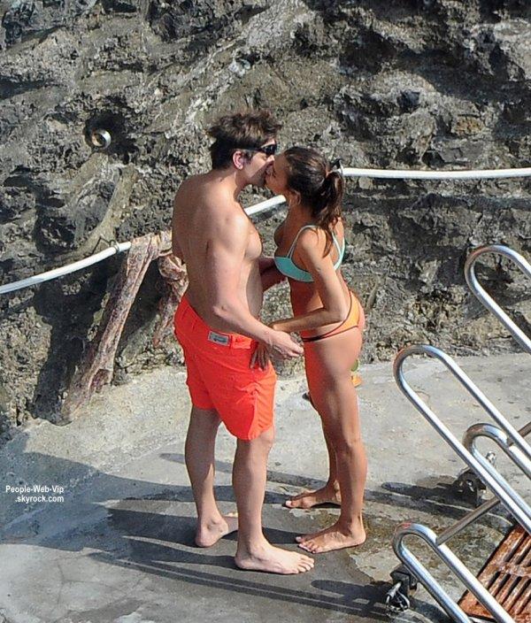 Irina Shayk a été aperçue avec son chéri, l'acteur Bradley Cooper en vacances en Italie. Visiblement ils sont très amoureux. (à Amalfi, Italie mardi (11 Août)