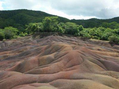 Hehehe j allai pas oublier la Terre des 7 couleurs...Ce lieu est sacrément ouf ya pas de mots...Faut visiter c sur!