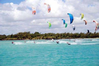 Et voila ma passion.. wow je kiffe crooowwwww :-) t inkiete c pas toi mdr!!... mais le KITE SURF hmm j adoreee!