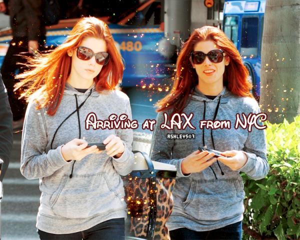 25 March, Arriving at LAX from NYC Ca y est ! Ashley est de retour à Los Angeles comme le montre les candids de l'aéroport où Miss Greene apparaît très souriante...TOP OU FLOP ?