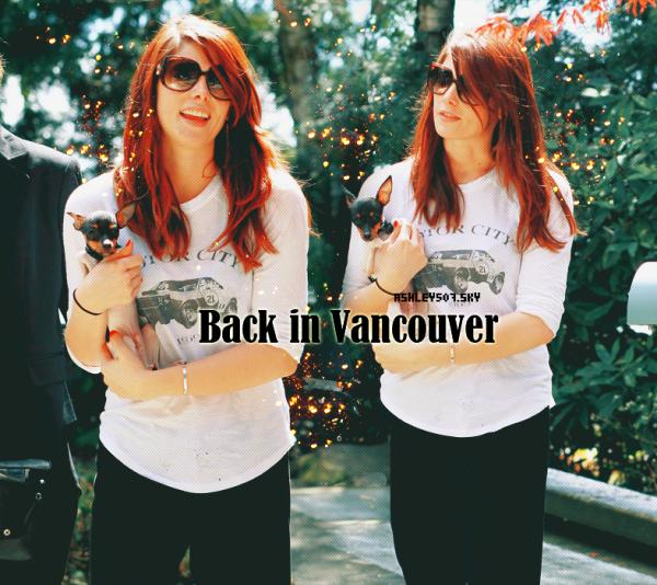♥ 27.04.2011 Rendre leur retour au Canada, Ashley Greene a été repéré arrivant à l'aéroport international de Vancouver hier. ♥