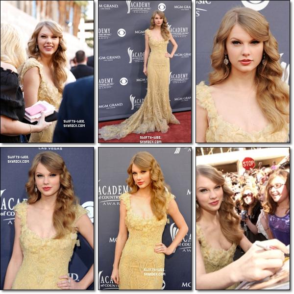 """C'est une Taylor toute souriante qui est arrivée aux 46th Annual Academy of Country Music Awards à MGM Grand à Las Vegas dans une robe simplement magnifique ! Ses cheveux sont très beaux, idem pour le maquillage ! Donc, un TOP sans hésiter pour la Miss ! + Taylor a aussi remporté l'award de """"Entertainer Of The Year"""" ! Félicitations !"""