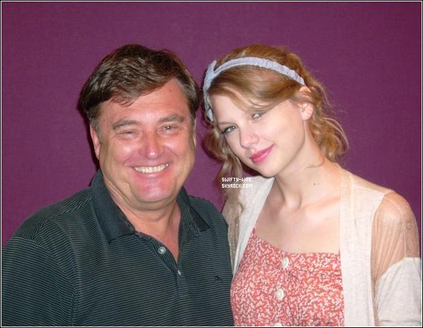 Voici une vidéo de Taylor à la presse de conféréence du 2011 CMA Fest !