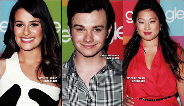 04/05/2011 | Les acteurs & producteurs de Glee étaient présents à une conférence de presse pour répondre aux questions des journalistes . Il ne manquait que Naya Rivera , Jayma Mays et Jessaly .....  06/05/2011 | Diana , Chord & Mark dans les rues de Los Angeles  . + de photos ...TOP OU FLOP ?