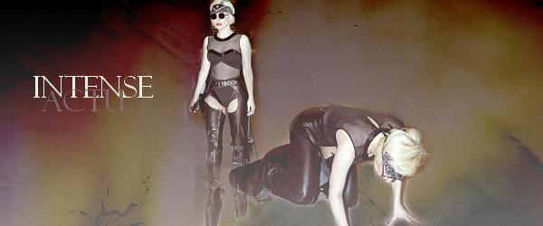 ENFIN ! Lady Gaga tombant de haut. Rubrique : Chanteuses